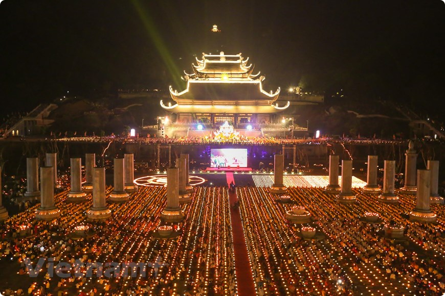 festival vesak l'anniversaire de bouddha