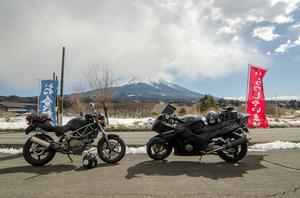 mont fuji au japon à moto
